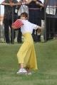 180824 稲村亜美さん、駒田徳広さんキャッチボール-09