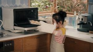 松嶋菜々子&阿由葉さら紗 大正製薬パブロンSゴールドW「二人でお菓子作り」篇0010