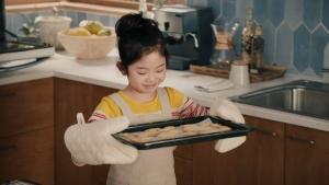 松嶋菜々子&阿由葉さら紗 大正製薬パブロンSゴールドW「二人でお菓子作り」篇0011