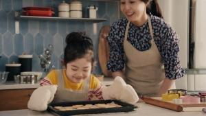 松嶋菜々子&阿由葉さら紗 大正製薬パブロンSゴールドW「二人でお菓子作り」篇0012