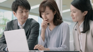 岡本玲 小林製薬 ブレスパルファム「息に自信」篇0002