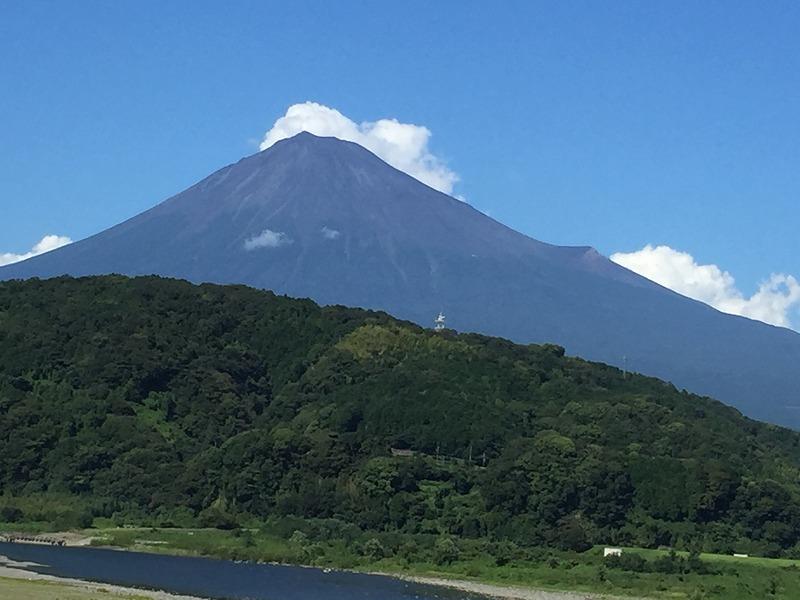 富士山に秋の気配です。