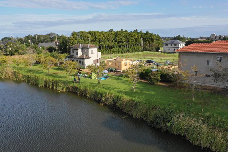 湖畔のログハウス建設現場 湖からの遠景