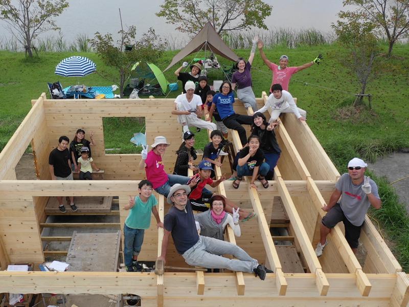 湖畔のログハウス建設現場 100人乗っても大丈夫