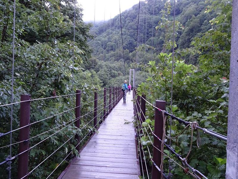 登山口吊り橋