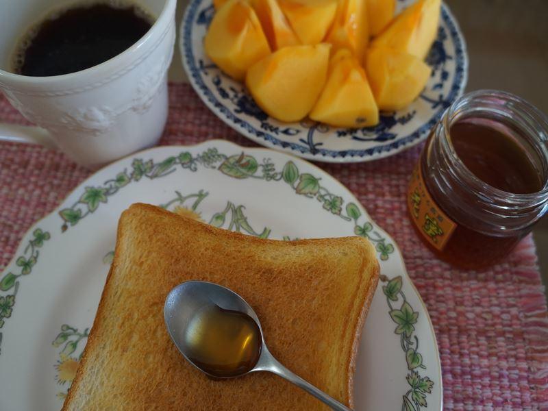 トーストに蜂蜜
