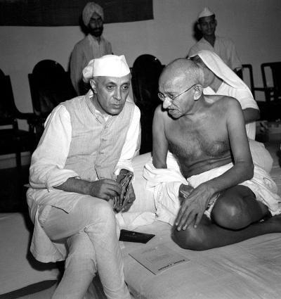 800px-Gandhi_and_Nehru_1942_convert_20181001005311.jpg