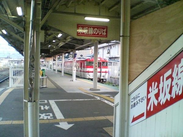Yonezawa_station_platform_4.jpg