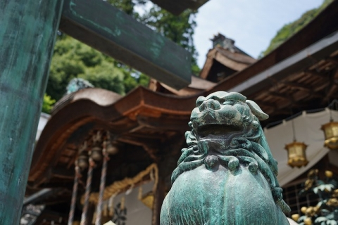 宝山寺・拝殿前の獅子
