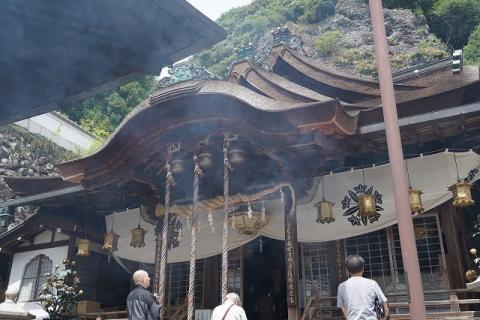 宝山寺・拝殿