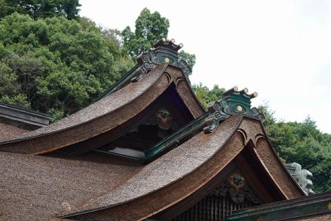 宝山寺・拝殿の屋根
