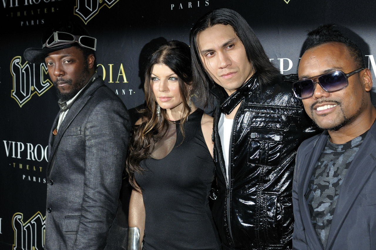 1280px-Les_Black_Eyed_Peas_en_concert_au_VIP_Room_Paris_3.jpg
