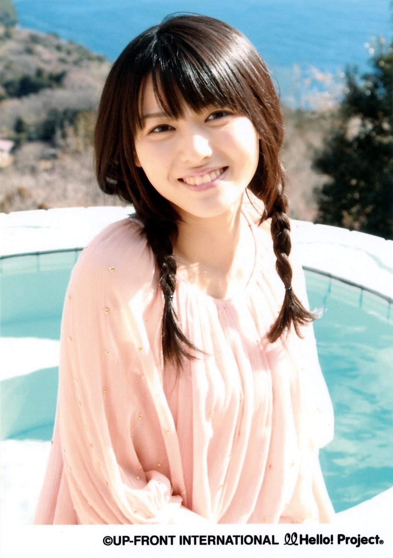 PINKの 矢島舞美 海 プール お下げ髪