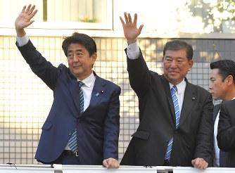 自民総裁選:安倍首相と石破氏