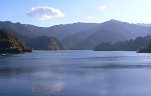 300px-Lake_Okutama.jpg