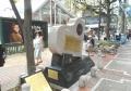 「伊勢佐木町ブルース」の看板と記念碑
