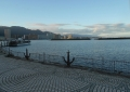 段状の湖岸から見る大津港