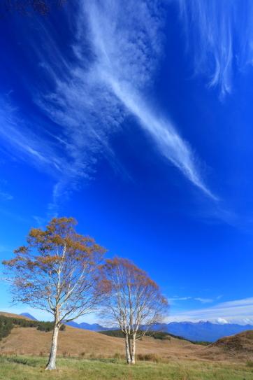 青空に映える雲と八ヶ岳