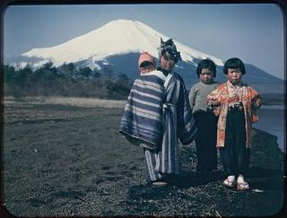 4人の子どもと富士山~山梨県山中湖畔