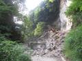 崩壊した崖