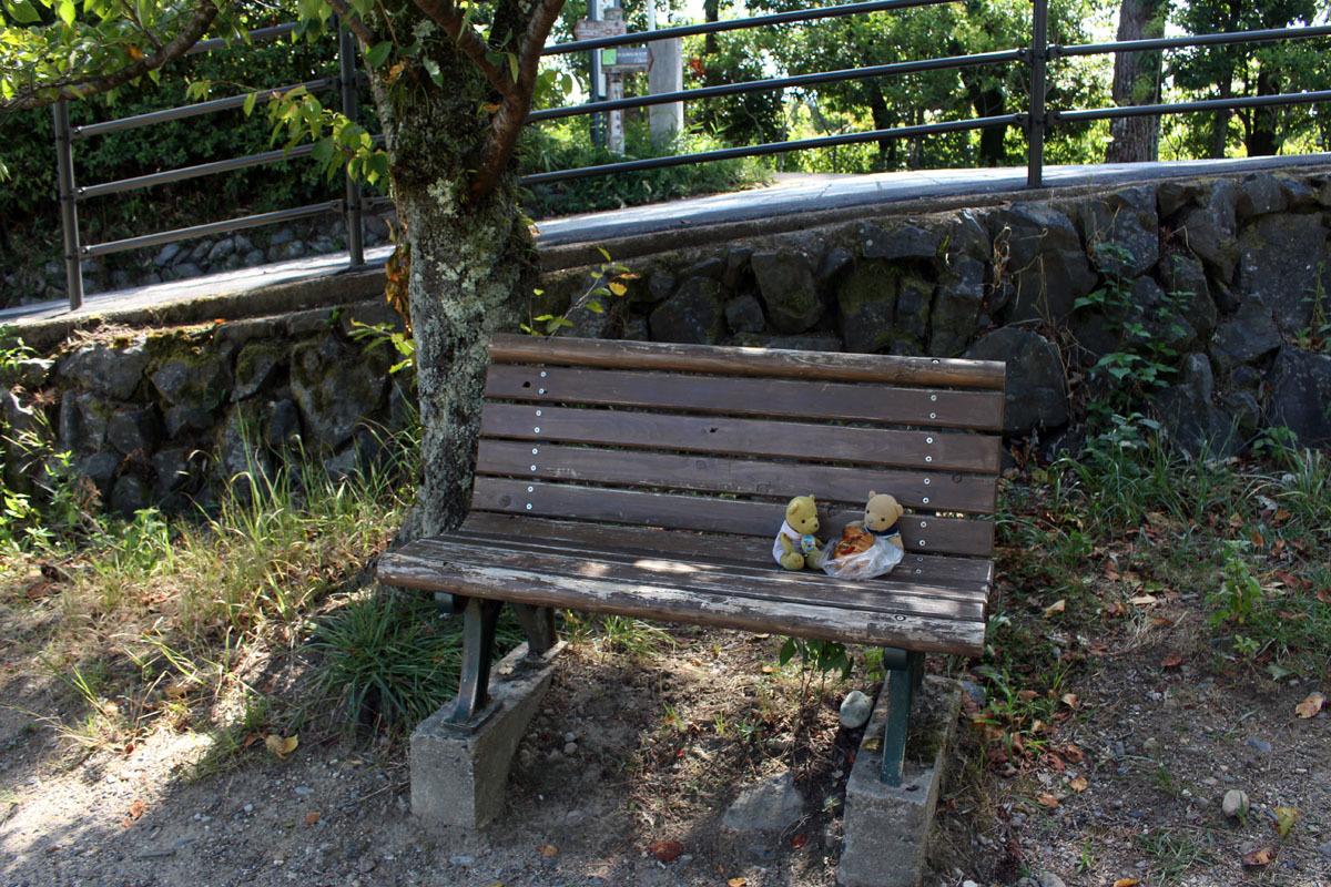 井川用水機場前ベンチで 180825
