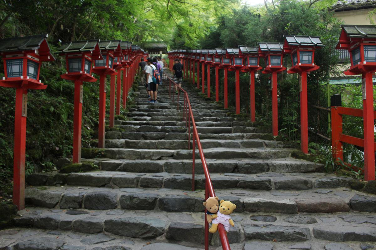 貴船神社の石段で 180830
