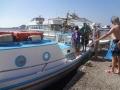 ビーチを回るボート