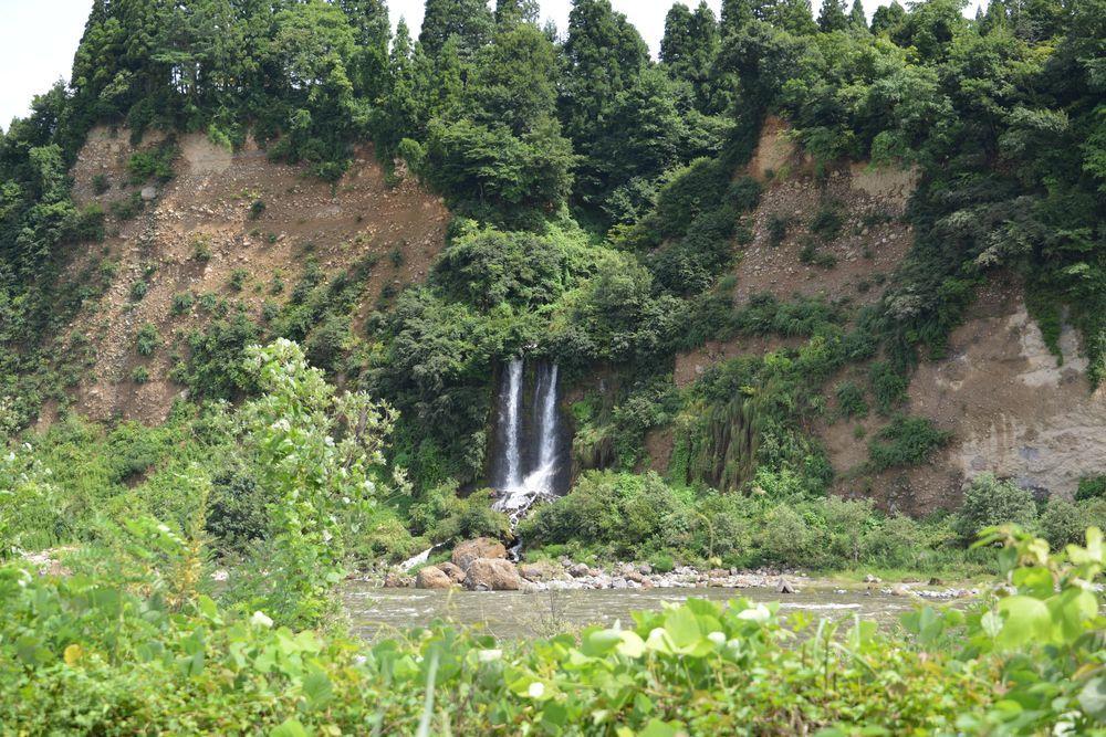 河岸段丘の滝-1