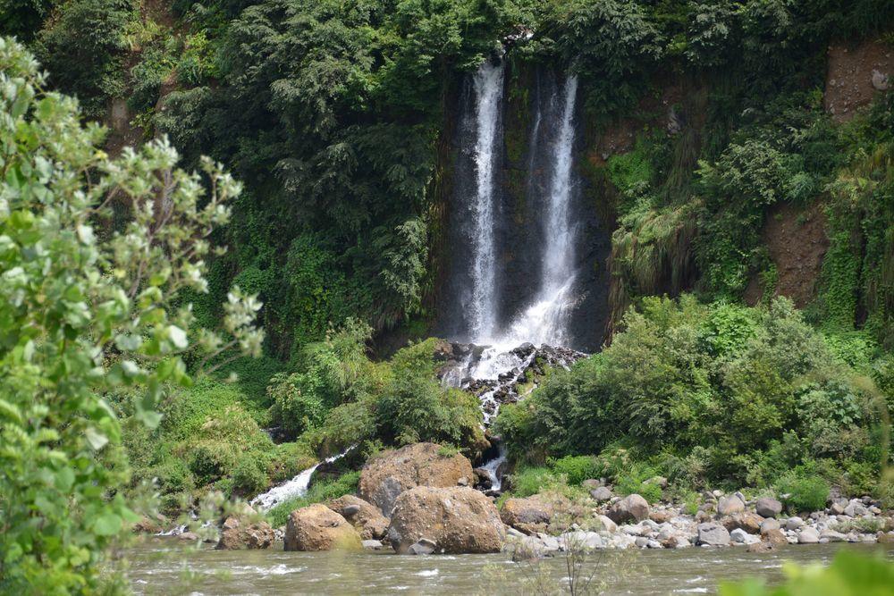 河岸段丘の滝-3