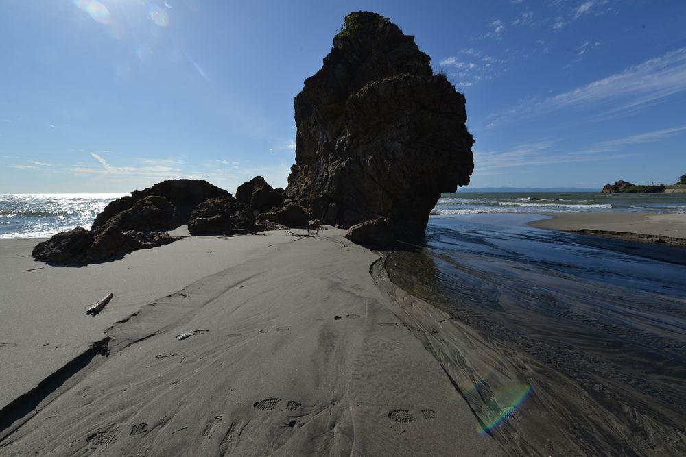 浜に流れ込む-1