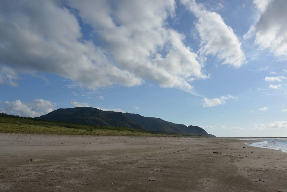 秋晴れの砂浜-1
