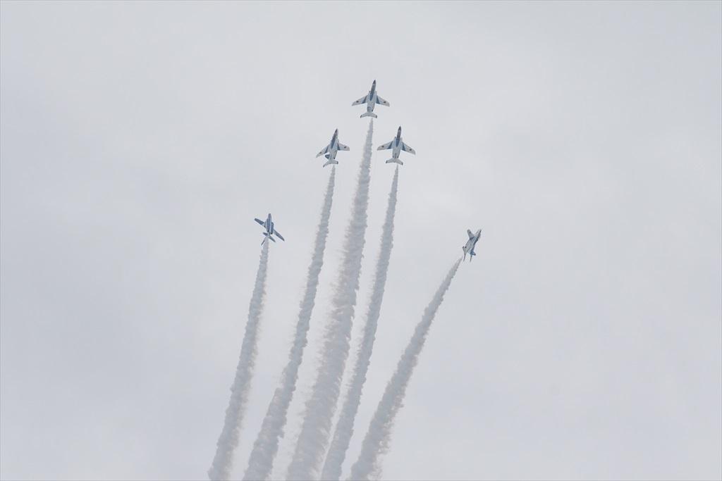 5機の編隊飛行