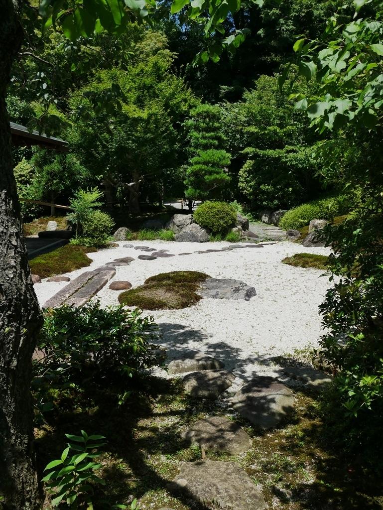 喜泉庵(きせんあん)と枯山水の庭_2