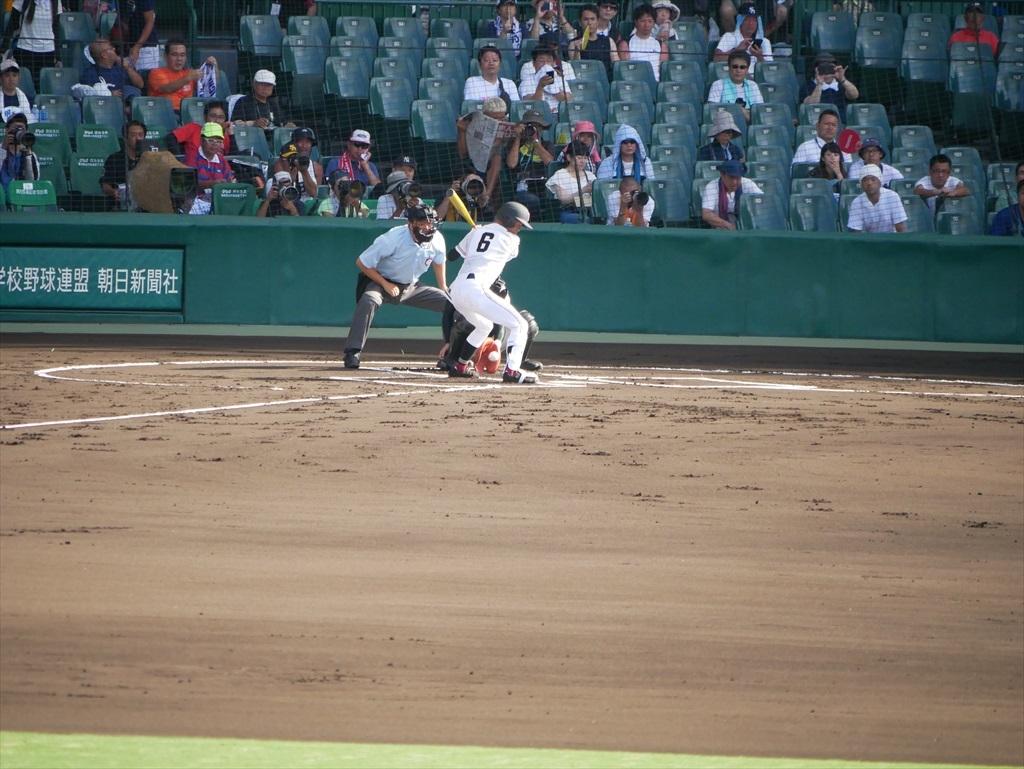 1番打者高田君は左飛