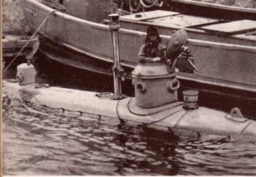 Nishimura_type_midget_submarine.jpg