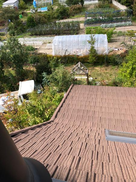 屋根から下