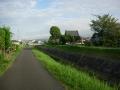 180825木津の街並みを外れ小さな川沿いを進む