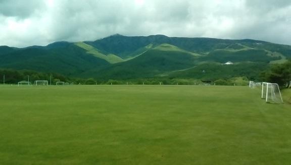サッカーグランドよりの四阿山です。