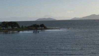琵琶湖大橋西詰めから眺めた北湖(8月17日7時頃)