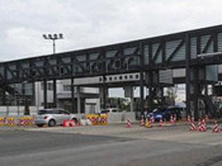 ETC化に向けて工事が進む琵琶湖大橋料金所