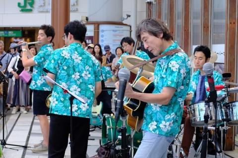 18桜木町駅前のバンド