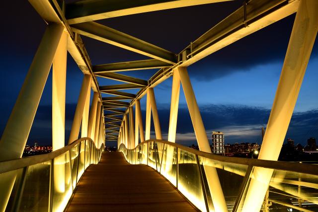 ブルーモメントブリッジ