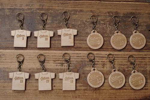 記念品の木製キーホルダー制作