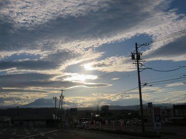 001西の雲