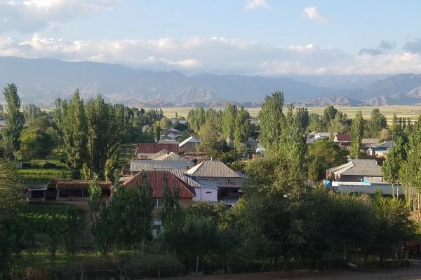 カラスー村