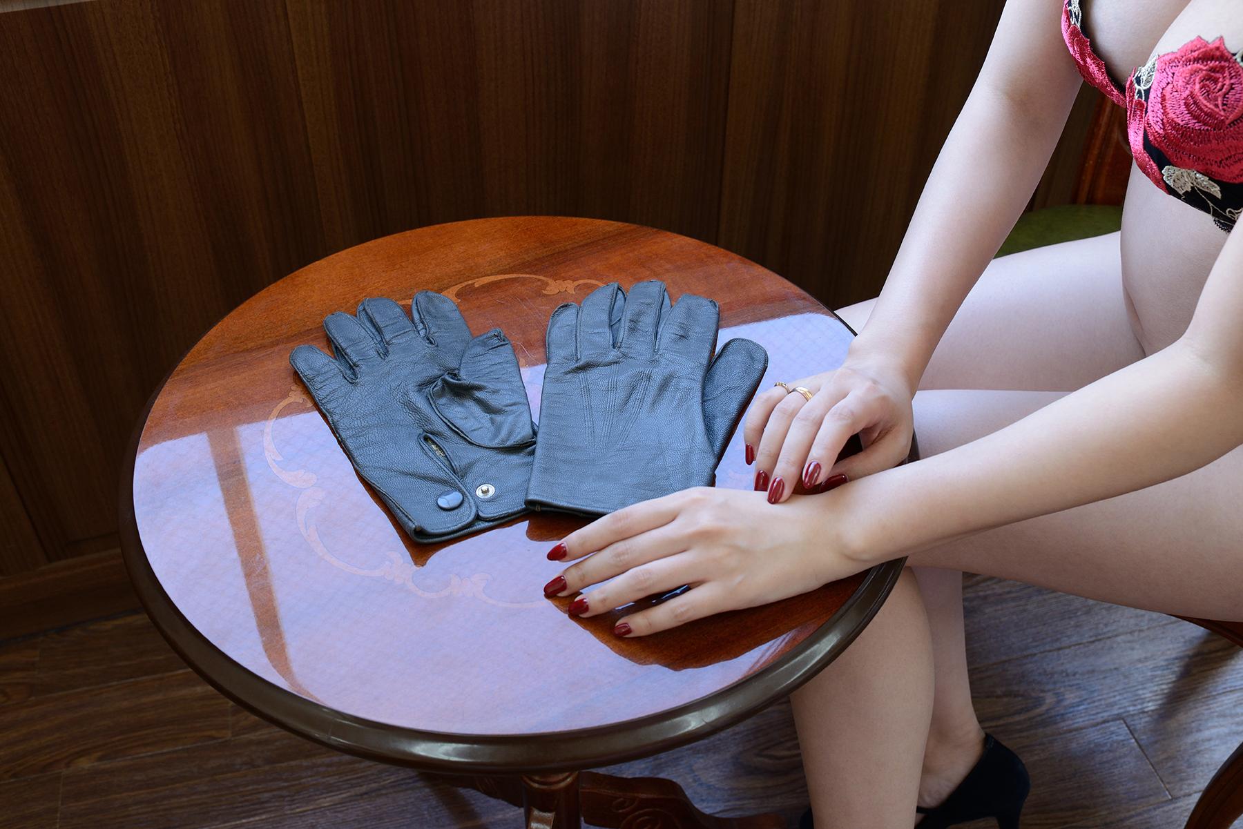 グレイ革手袋