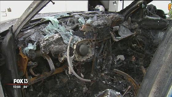 突如炎を上げてそのまま車全体に火が燃え移ったとのこと。全ては一瞬の出来事だったと語っています