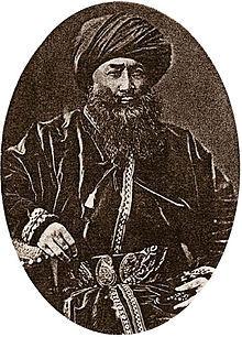 1860年代、西トルキスタンのフェルガナ盆地を支配していたコーカンド・ハン国の軍人ヤクブ・ベクによって東トルキスタンは大清帝国(清朝)から離脱、独立し、ヤクプ・ベグが王となって「カシュガリヤ国」を建国(~