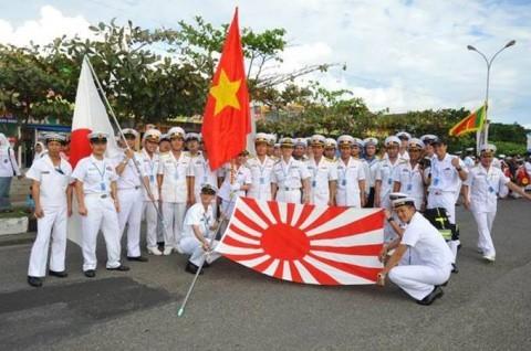 シティパレード終了後、ベトナム海軍との記念撮影