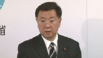 【教育】道徳授業に教育勅語「ダメとは言えない」 松野文科相